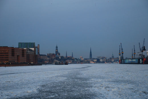 Hamburger Hafen im Winter
