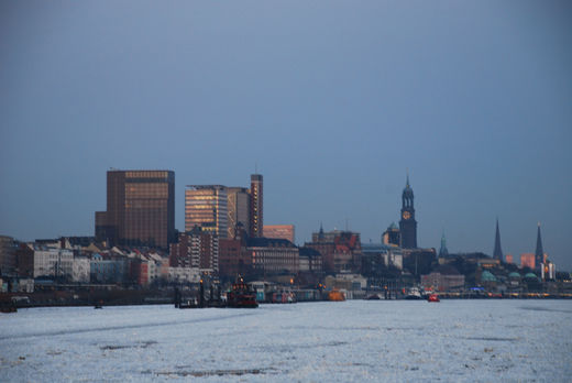 Hafenskyline Hamburg im Winter