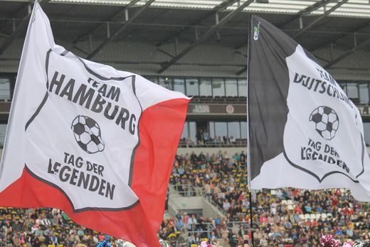 Flaggenparade 9. Tag der Legenden
