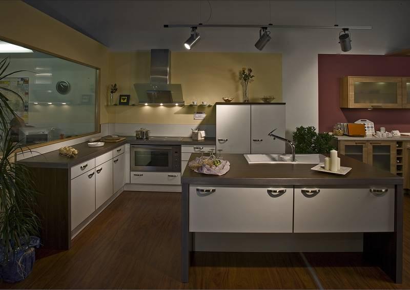 3d-multiplexkante in weiß mit ahorn dunkel arbeitsplatte und, Wohnzimmer dekoo