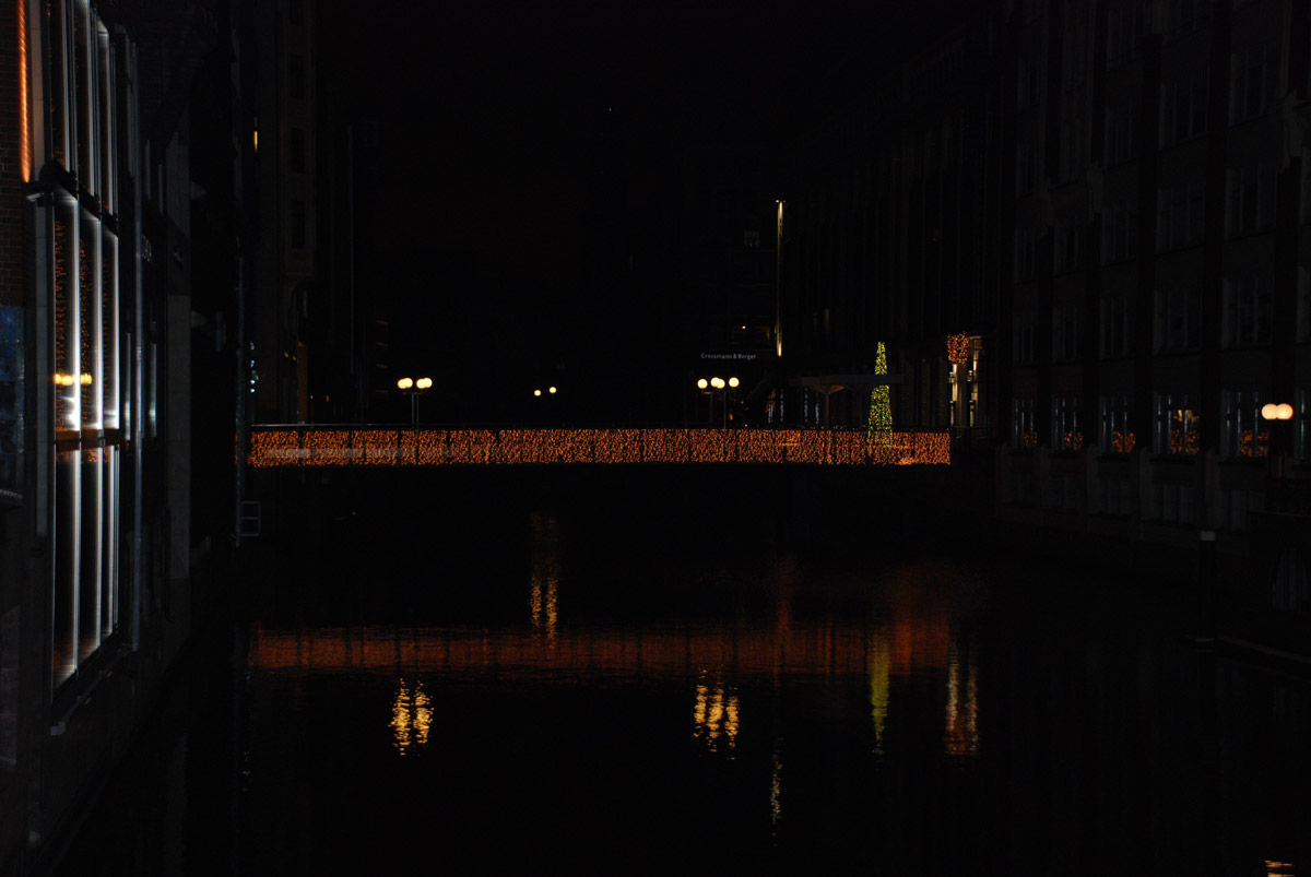 beleuchtet bleichenhof passage bei nacht beleuchtete b ume. Black Bedroom Furniture Sets. Home Design Ideas