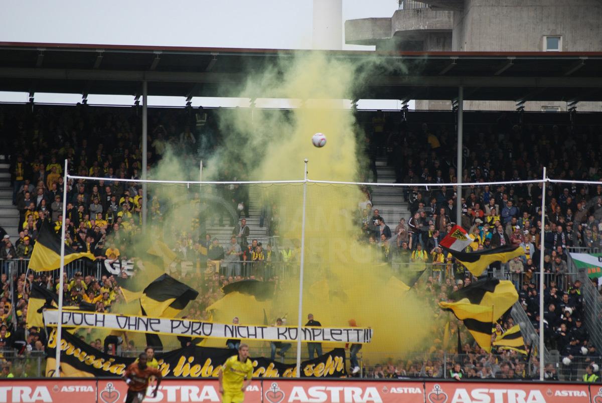 Dortmund Fans Pyro 13 Bvb Fans Pyro