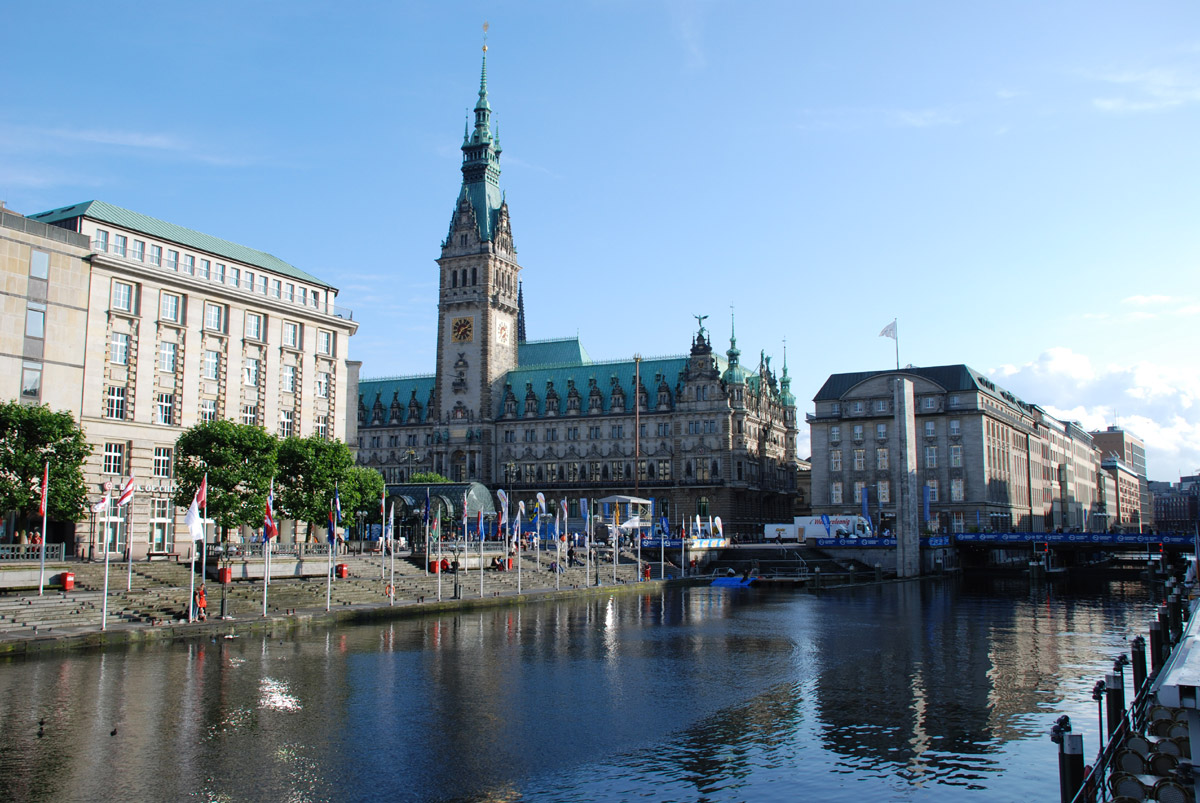 hamburger rathaus und kleine alster foto im hamburg web. Black Bedroom Furniture Sets. Home Design Ideas