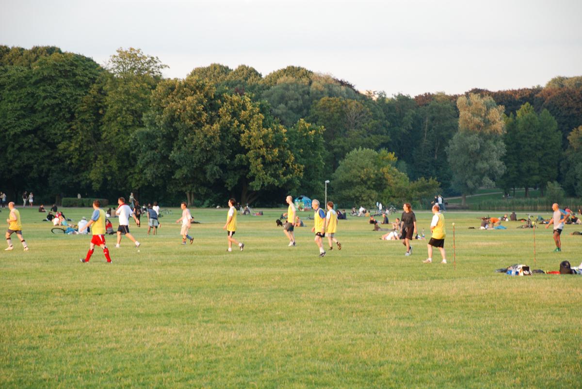 fussball im stadtpark  foto im hamburg web