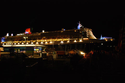 Queen Mary 2 hat am Hamburg Cruise Center angelegt
